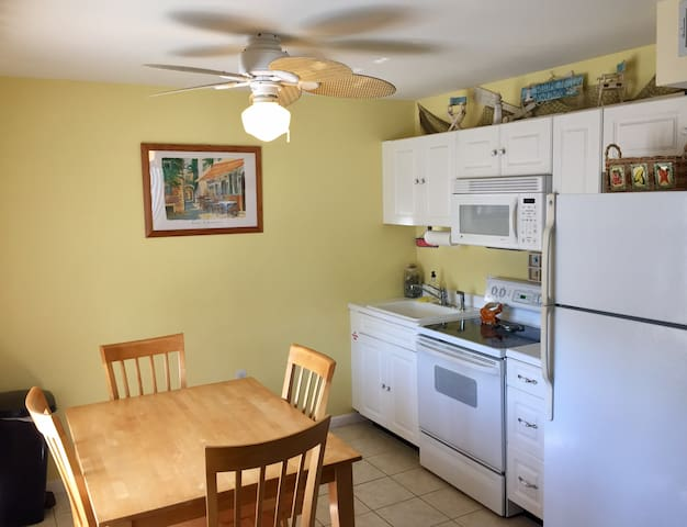 Great Location! Beach & Board Walk 1 block away! - North Wildwood - Condomínio