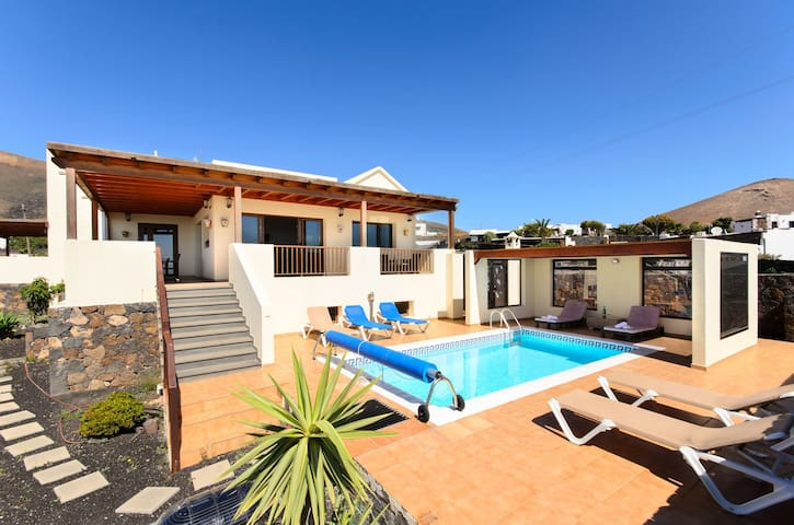 Modern Villa With Incredible Ocean Views, Private Pool, Spacious Terrace and Wi-Fi