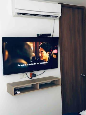 """Tv 50"""", aire acondicionado"""