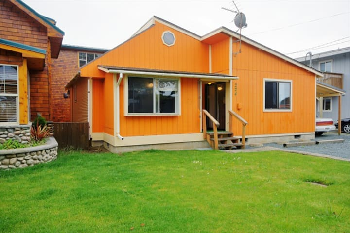 Playful, recently remodeled, dog-friendly home, just two blocks from beach!