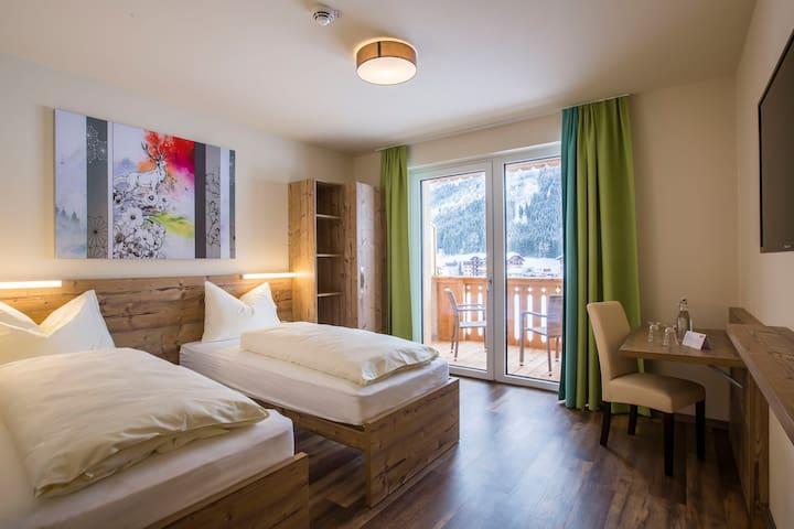 Standard Zimmer im COOEE alpin Hotel Dachstein