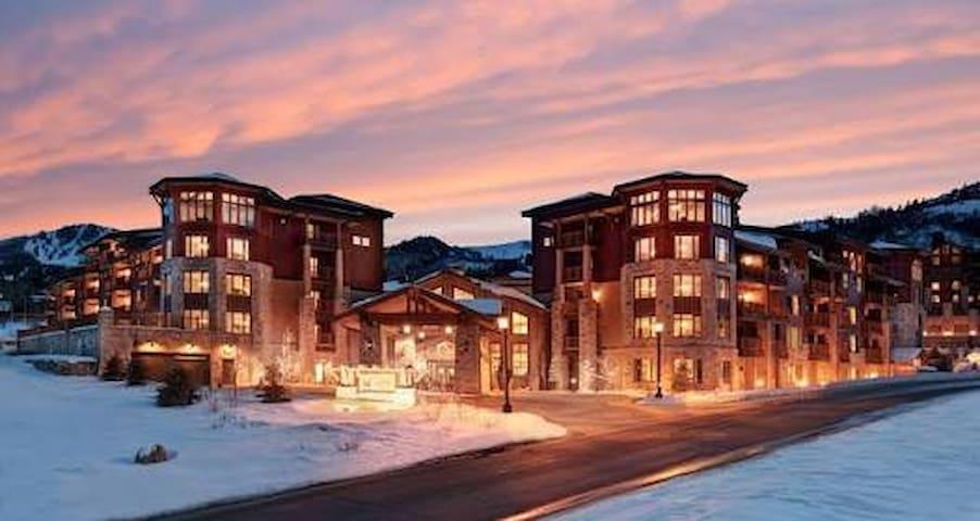 4 Bedroom room in Hilton Sunrise Lodge ski access