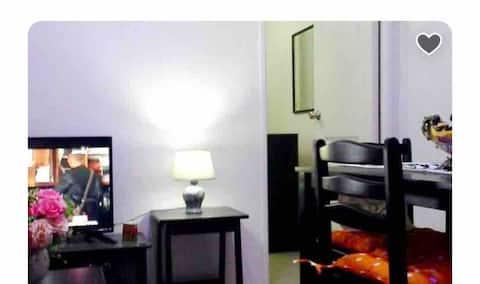 Estien's cozy condo  w/ balcony, kitchen and wifi