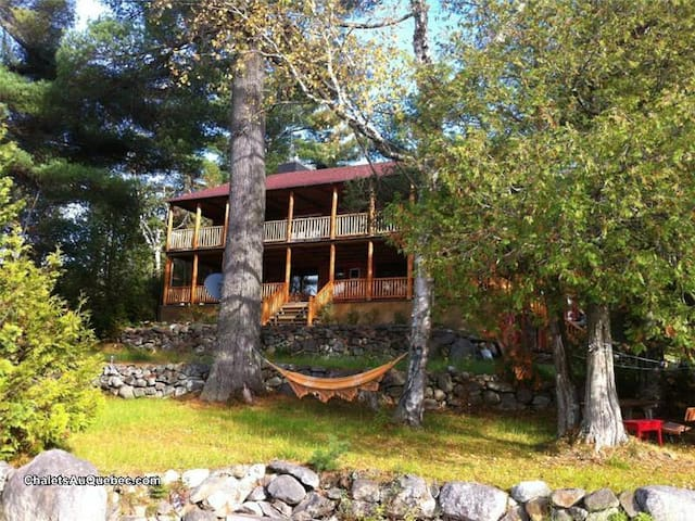 Gorgeous lakefront cottage for up to 18 people