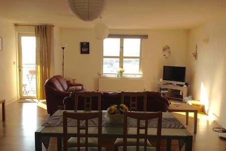 Double rm + own bathroom in waterfront apartment - Bristol - Apartment