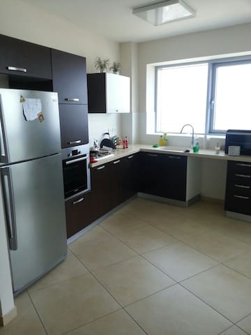 Big Rooms in Modern High Rise (8 km from Tel Aviv) - Petah Tikva - Condominium