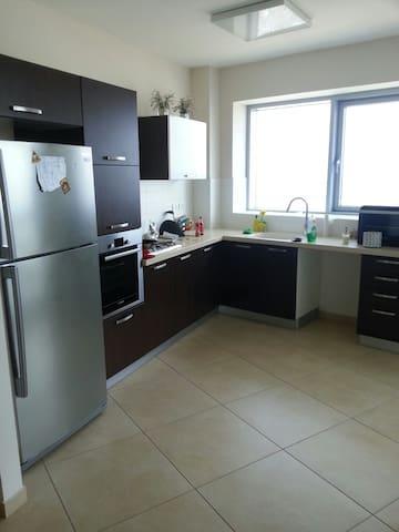 Big Rooms in Modern High Rise (8 km from Tel Aviv) - Petah Tikva - Kondominium