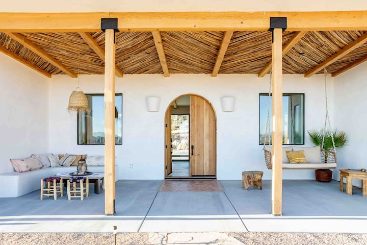 'Desert Wild' Joshua Tree with Pool and Hot Tub