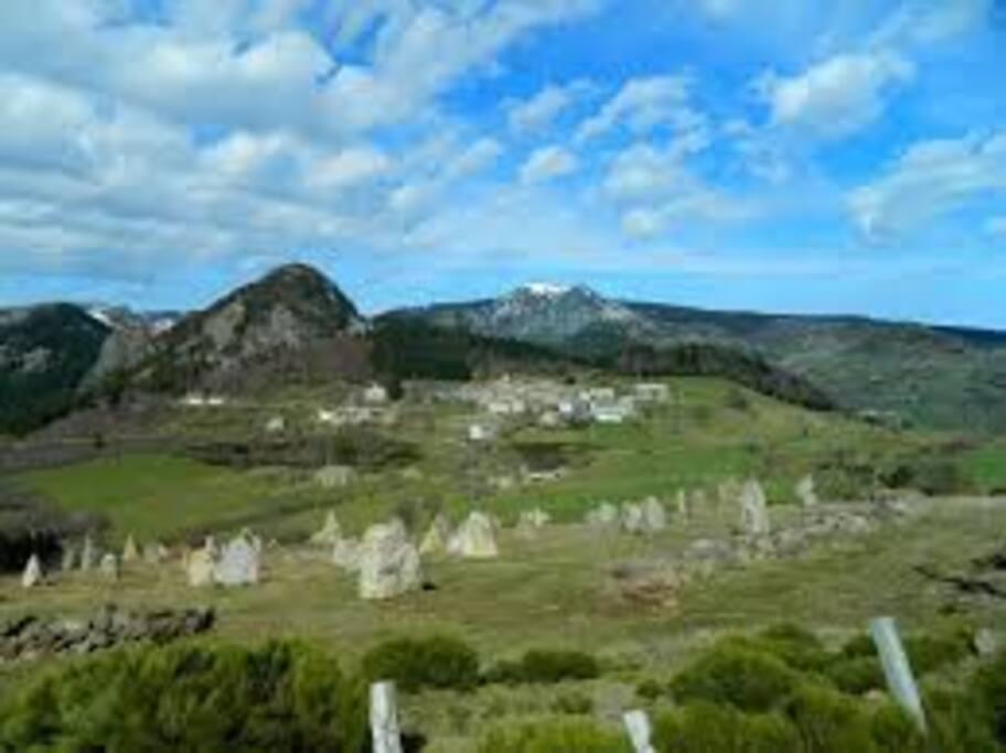 Le Tchier - le village de Borée et le Mont Mézenc