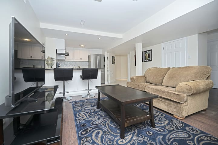 2 Bedroom Bsmt Apart seperate entrance has parking - Vaughan - Apartamento