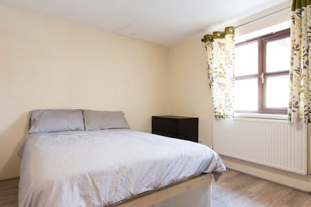 Mansion 2 Bedroom Apartment - Dartford - Apartment