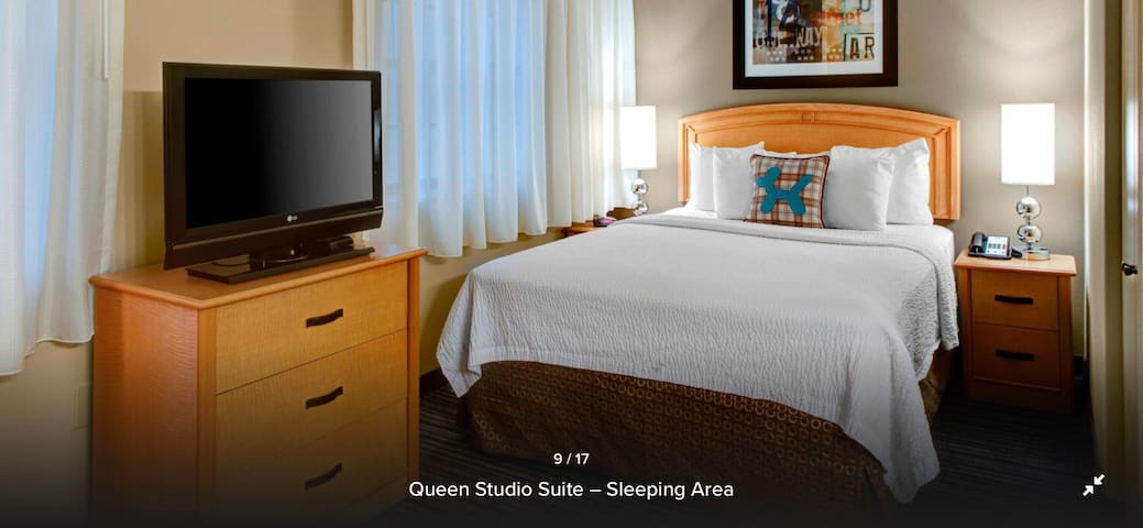 Buckhead Full Service Queen Room