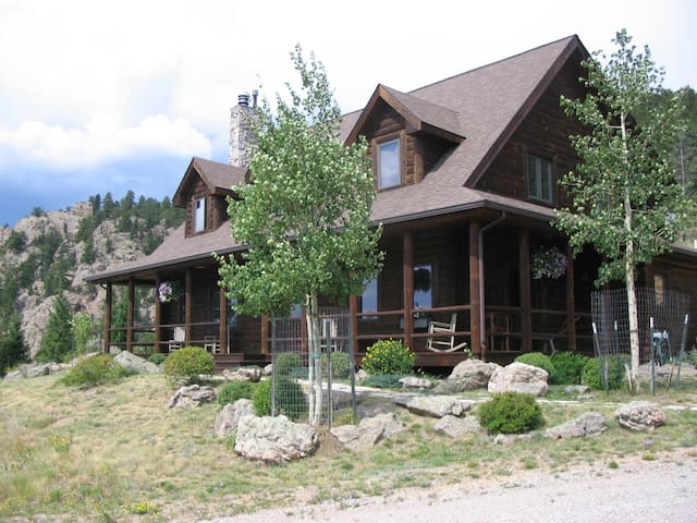 MOUNTAIN VISTAS BED & BREAKFAST - Master Suite