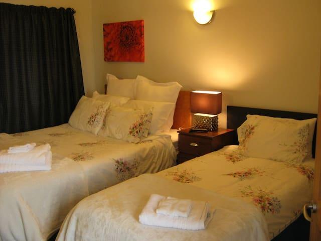 Bedroom 3 - Queen plus single bed