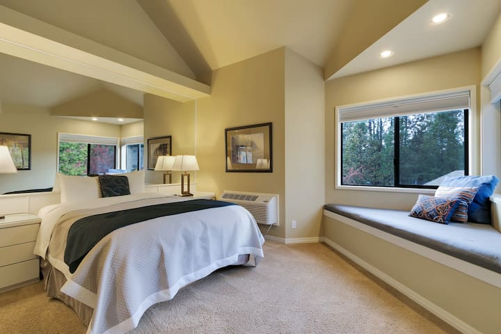 River Ridge 420B - Private, hotel style suite in Bend with access to fitness center.