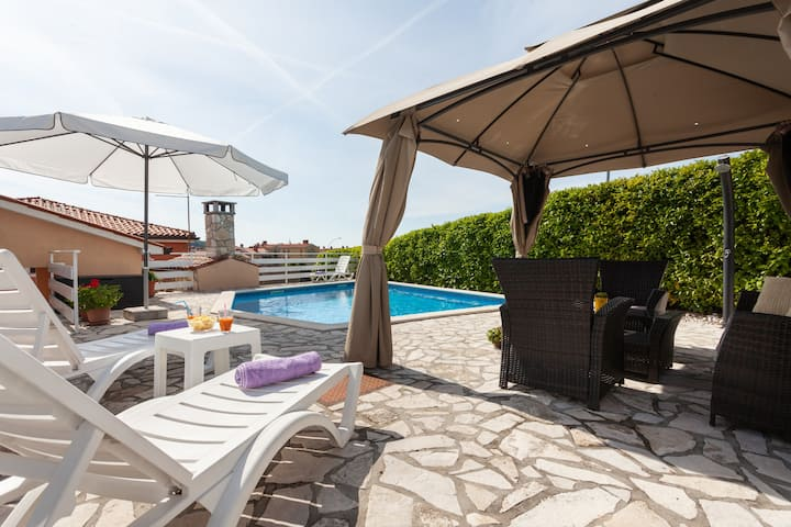 TERRA app with PRIVATE POOL and grill in Labin