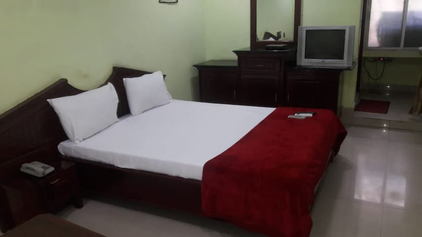 Iroomz Akhil Residency - Single Non AC Room