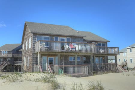 7041 Toes in the Sand * Oceanfront * Dog Friendly * Hot Tub
