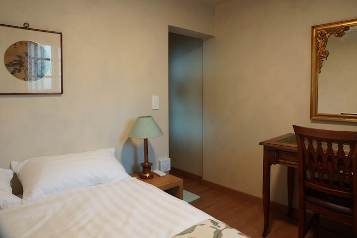 창성장7호 double bedroom in a beautiful guesthouse