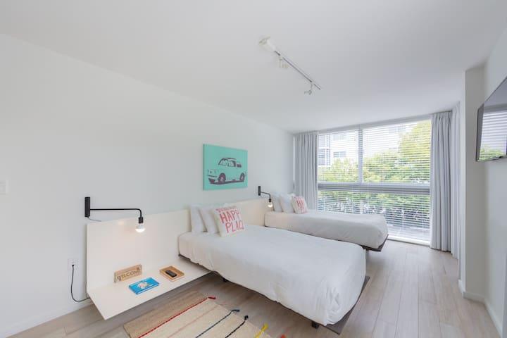 Second bedroom; 2 twin beds