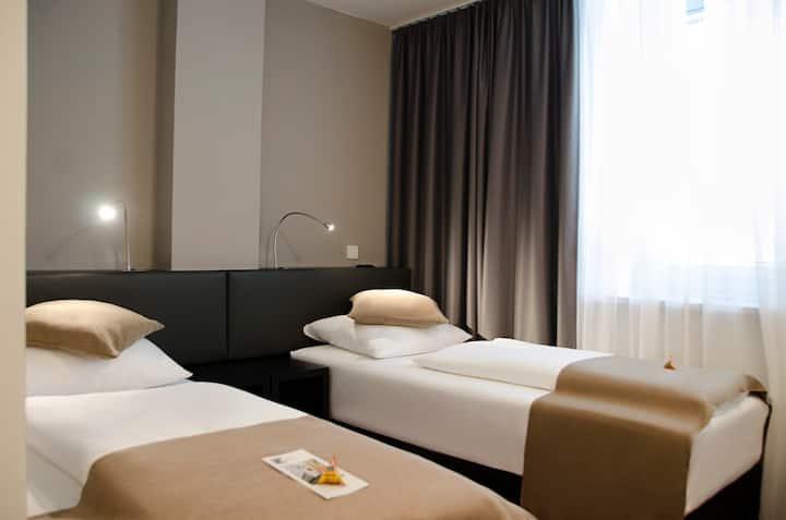 Zweibettzimmer im Herzen von Frankfurt
