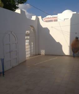 MAISON DES OLIVIERS - Zarzis - Dům