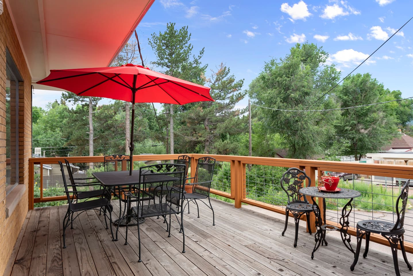 Enjoy the common deck with great views!