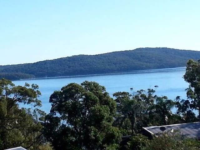 Own ensuite, jacuzzi & water views! - Salamander Bay - House