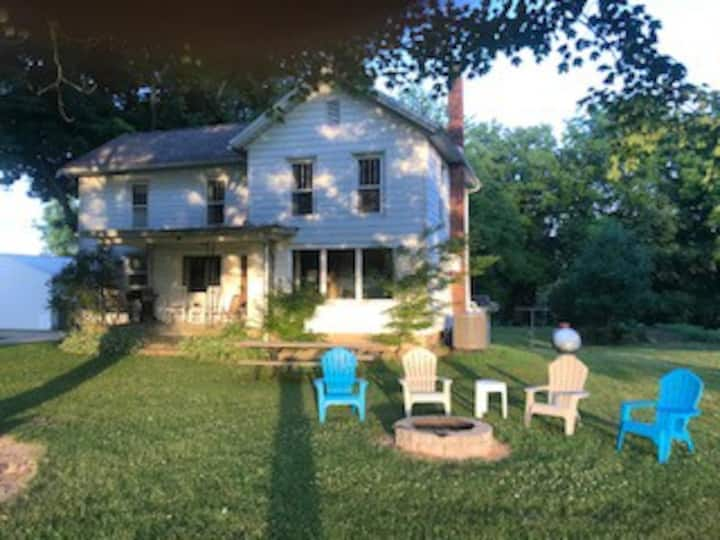 Shafer House- Southwest MI in Spectacular setting!