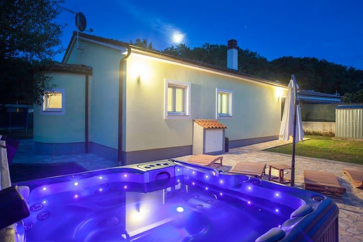 New house Freeda with whirlpool **** - Pula - Casa