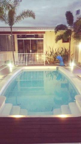 LOCAÇÃO TOP, piscina, ar condicionado, sala com TV