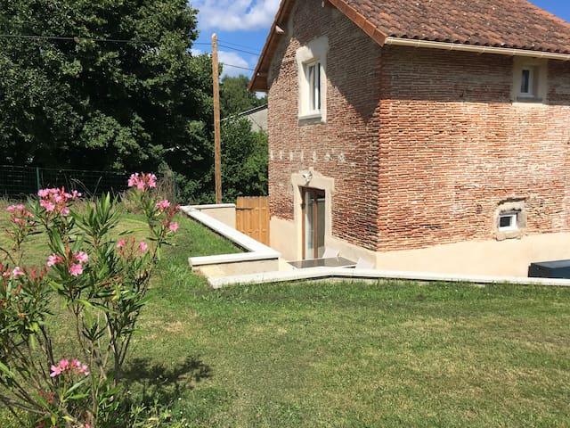 La Petite Maison, Le Montibus - Gite