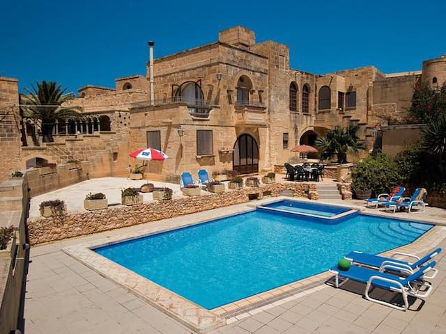 Ta Wenzu B&B with private pool and retreats - Gharb - Bed & Breakfast