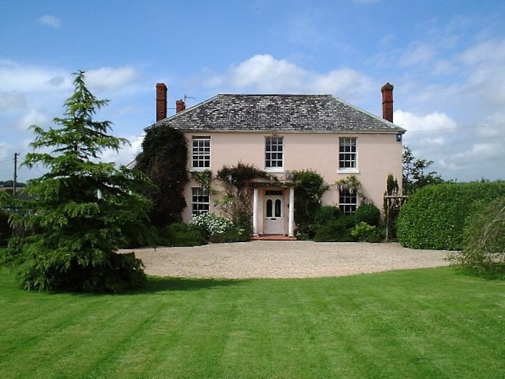 Self contained flat in Classic Devon Farmhouse.