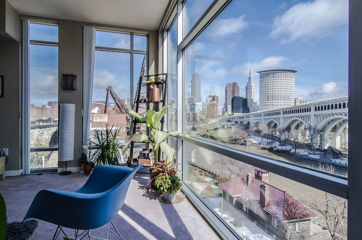 Downtown Apt/Great Views/Parking! - Cleveland - Leilighet