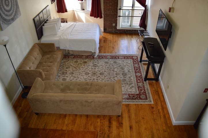 City Center.  Double Queen Unit. No Cleaning Fee.