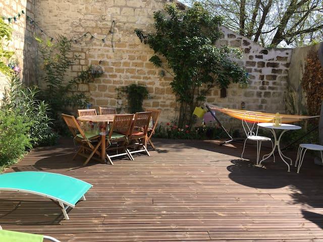 LITTLE HOUSE at 15 mns from Paris Champs-Elysées,