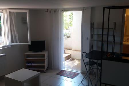 petit studio pieds dans l'eau - Sainte-Maxime - Appartement