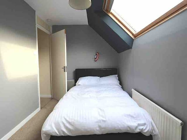Lovely dbl room, 5 mins walk from Clapham Junction