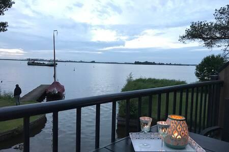 Adembenemend uitzicht over het meer