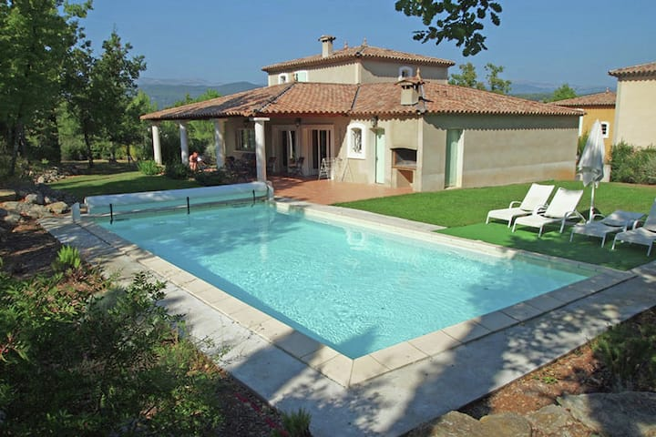 Stylish villa with private pool, charging station and air conditioning in holiday park near Fayence.