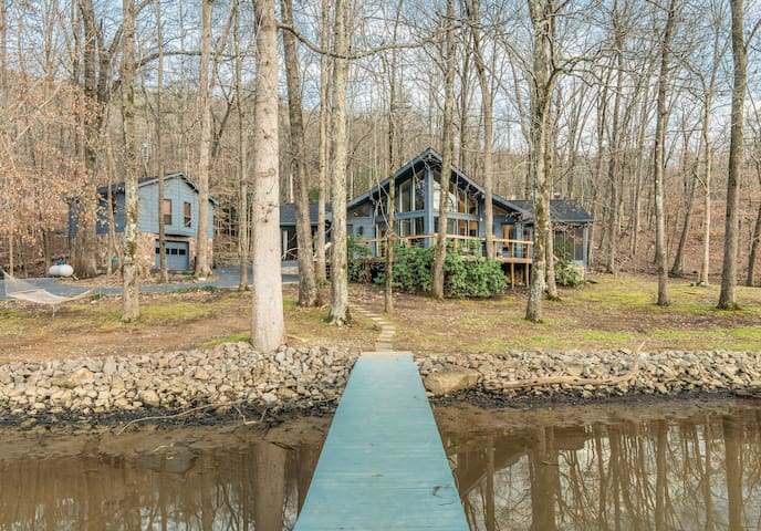Dreamy Waterfront Retreat, Near Chattanooga