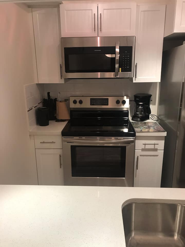 Entire Apt, 2 bedroom Unique for  Small family