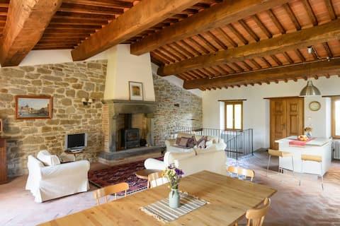 Stylish hideaway in Tuscan hills