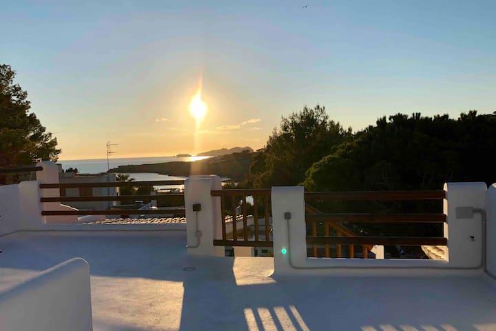 Maison vue mer coucher de soleil à 50m de la mer