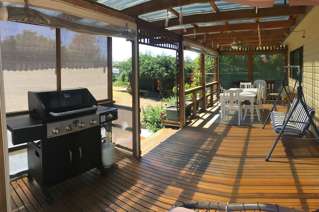 Undercover BBQ and deck space