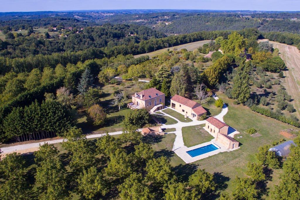 Vue aérienne de la villa Pech'Mej