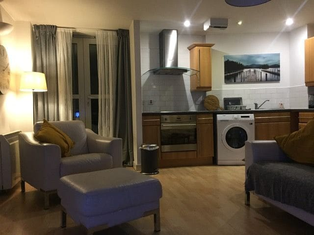 Bright, central & spacious 2 bed city apartment M3