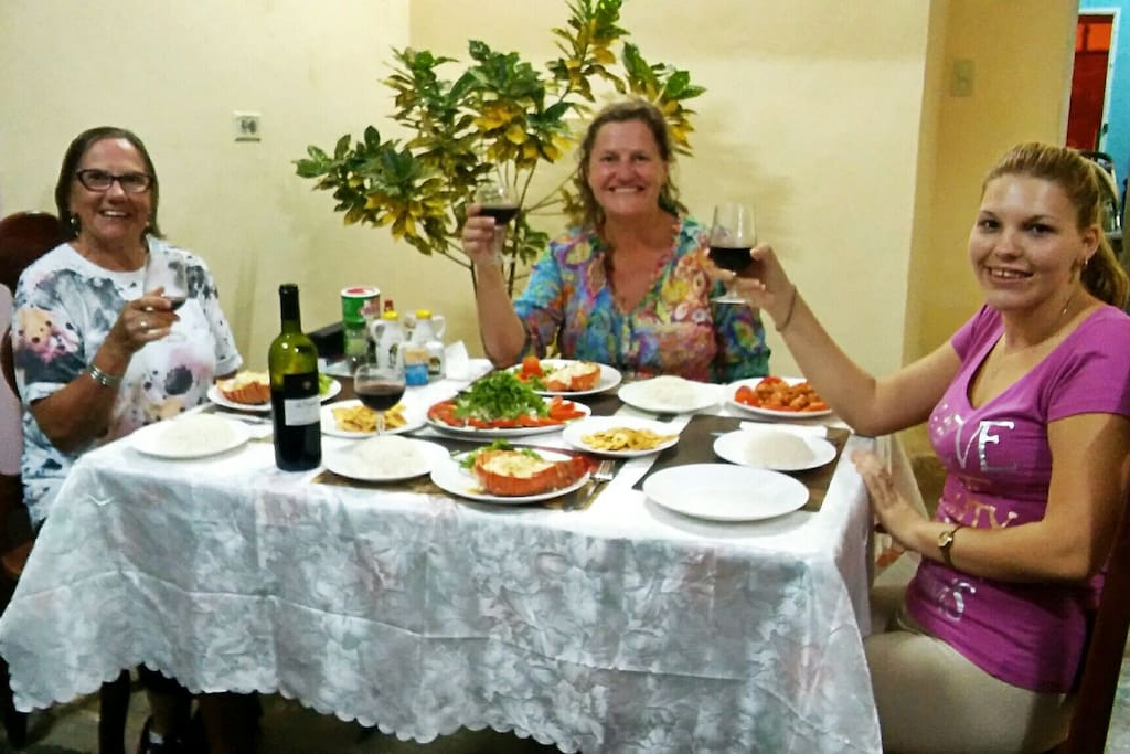 Roxana with her very first guests, two wonderful ladies from Australia