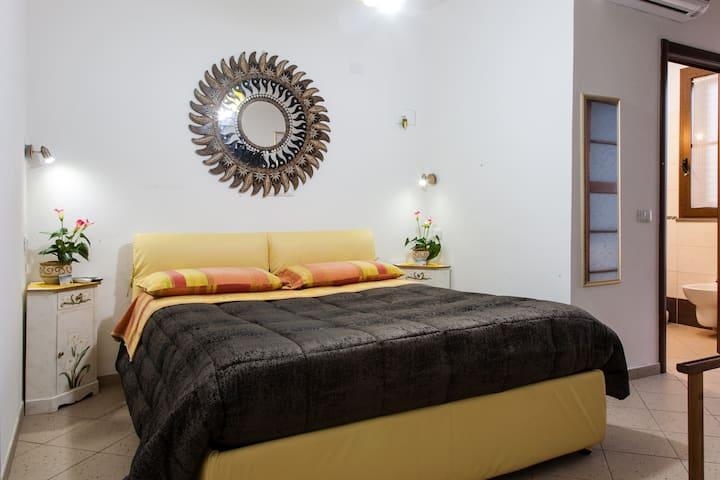 Room on the beach, a 150 metri dal mare iun. E8243